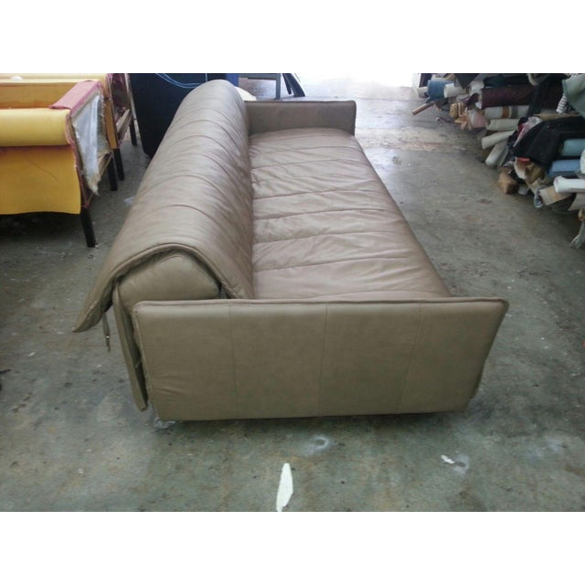 1986 Mid-Century Modern De Sede Leather Sofa For Sale In Miami - Image 6 of 12