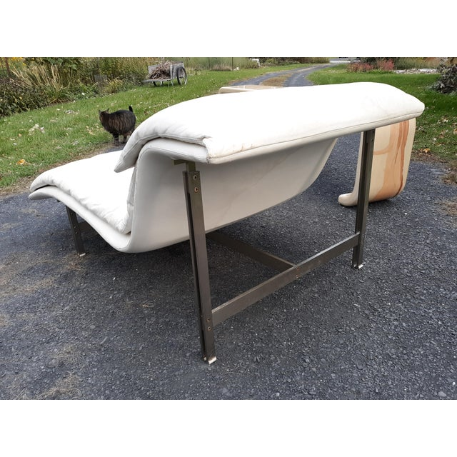 1980s Giovanni Offredi Onda Wave Leather and Stainless Lounge Chair by Saporiti Italia For Sale - Image 5 of 13