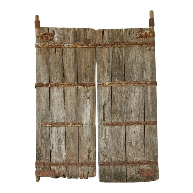 Pair of Antique Chinese Oak Gate Doors For Sale - Exquisite Pair Of Antique Chinese Oak Gate Doors DECASO