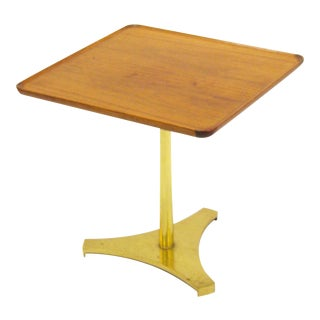 Milo Baughman occasional table with reverse trefoil base For Sale
