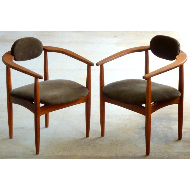 Adrian Pearsall did his best design work in the 1960s for Craft Associates. These rare solid walnut 950-C chairs are prime...