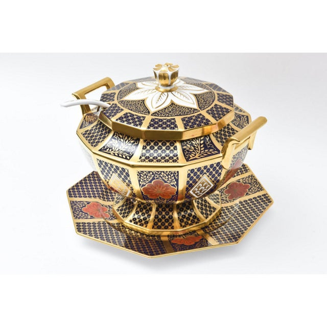 Asian English Porcelain Imari Pattern Painted Tureen With Underplate For Sale - Image 3 of 11