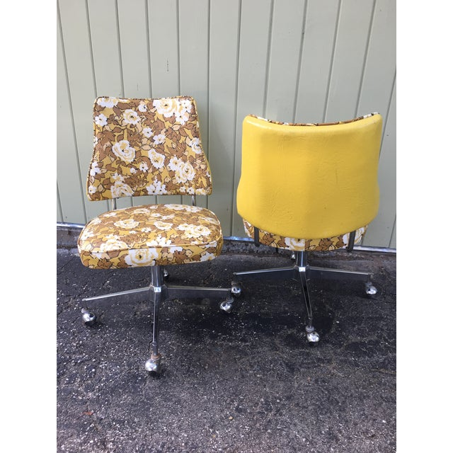 Retro 1950 S Mid Century Yellow Floral Vinyl Swivel Dinette Kitchen Chairs A Pair