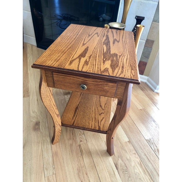 1990s Amish Crafted Transitional Chairside Table For Sale - Image 12 of 13