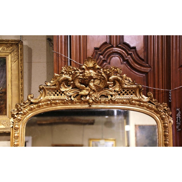 French 19th Century French Louis XV Carved Giltwood Mirror With Bird Decor For Sale - Image 3 of 10