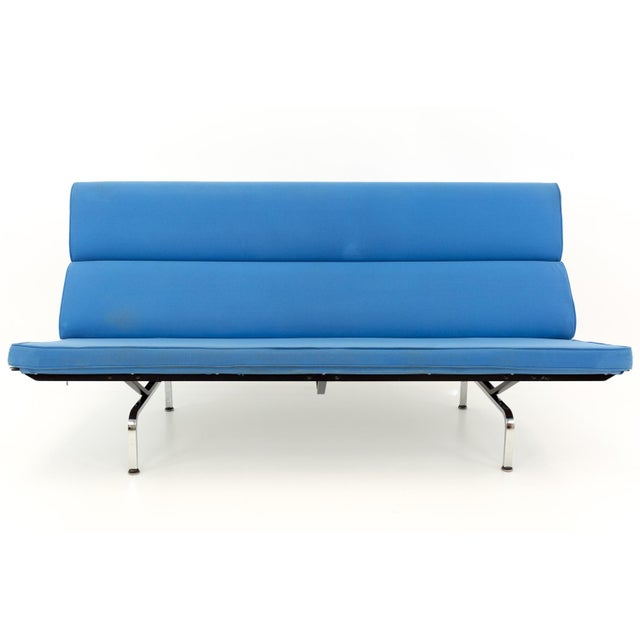 Eames for Herman Miller Mid Century Modern compact daybed sofa. 71.5 long x 29 deep x 36 high with a seat height of 17...