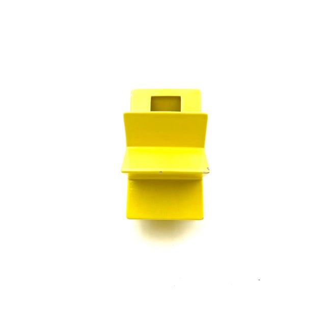 "Ceramic 1988 ""Ceramiche Pop"" Serie Edition ""Anthologie Quartett"" Alessio Sarri Ceramiche Yellow ""Hsing"" Vase by Ettore Sottsass For Sale - Image 7 of 13"