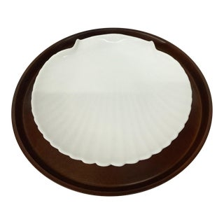 1960s Mid-Century Modern Solid Wood Serving Platter With Clam Shaped Plate - 2 Pieces For Sale