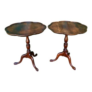 1910s Antique Chippendale Style Tilt Top Mahogany Round Tables-a Pair For Sale