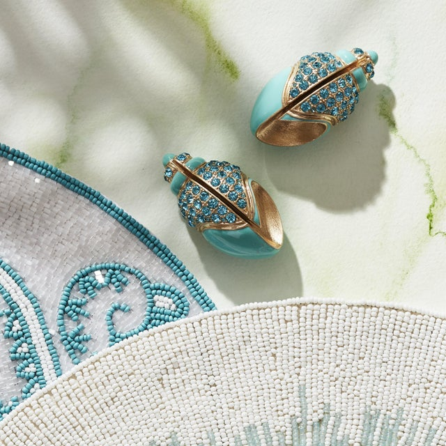 These stunning shell placecard holders are for anyone who can even SMELL the sea from their table! These hand-enameled...