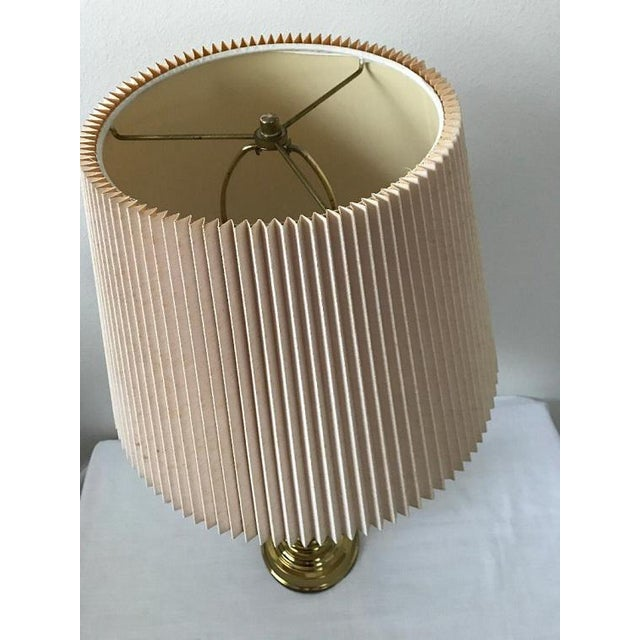 Mid-Century Modern Stiffel Style Heavy Brass Table Lamp With Pleated Shade For Sale - Image 3 of 7