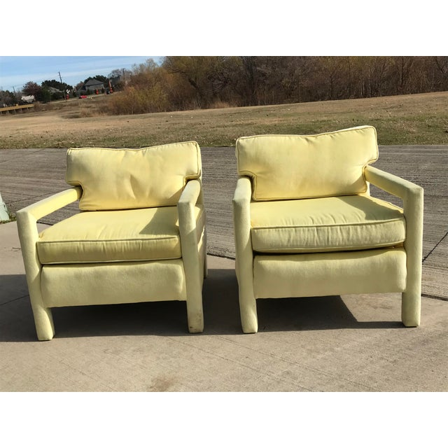 1980s 1980s Vintage Yellow Velvet Milo Baughman Style Parsons Open Arm Club Chairs- A Pair For Sale - Image 5 of 12