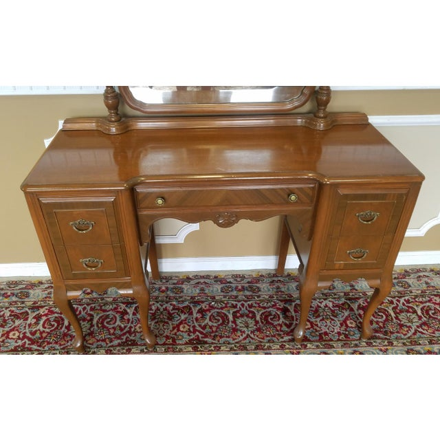 1930s Post Deco Walnut Traditional Bedroom Vanity & Mirror With Bench For Sale In New York - Image 6 of 11