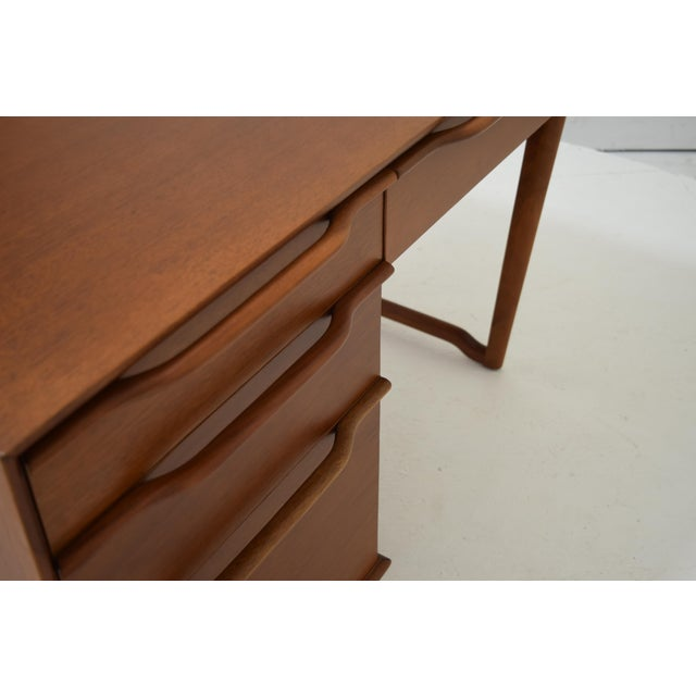 Hickory Manufacturing Company Honduran Mahogany Vanity by Hickory Manufacturing For Sale - Image 4 of 13