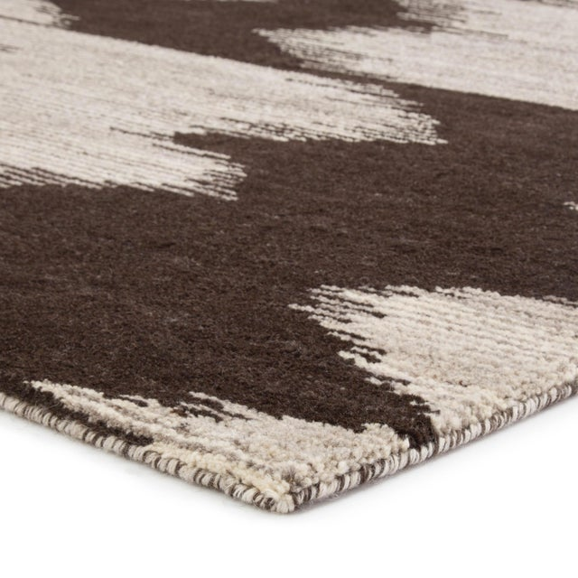 The Sono collection brings a modern interpretation to the hand-knotted construction. The luxurious wool and cotton Ozark...