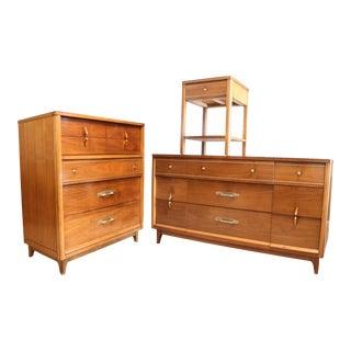 Mid Century Kroehler Bedroom Dresser Set For Sale