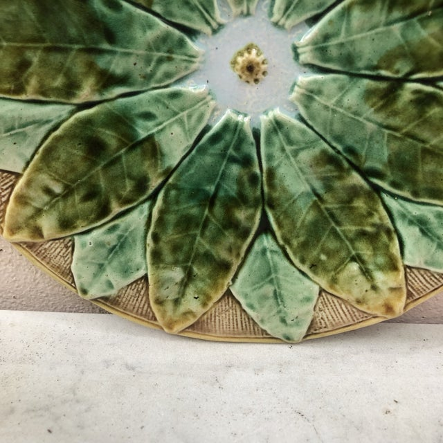Victorian 19th Century English Majolica Leaves Plate For Sale - Image 3 of 8