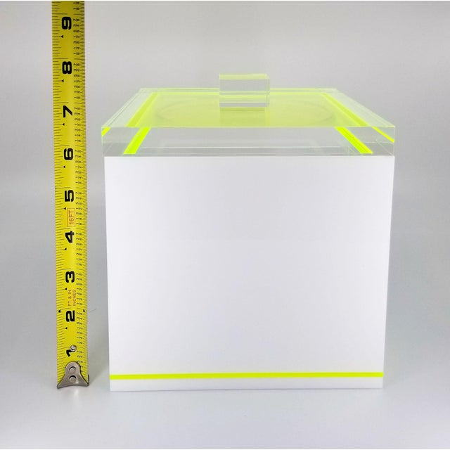 Tinsley Mortimer Fluorescent Neon Yellow and White Lucite Ice Bucket With Lid - Contemporary For Sale In Miami - Image 6 of 13