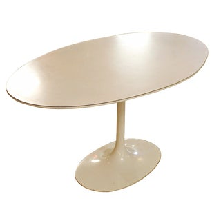Mid Century Modern Burke Saarinen Style White Oval Tulip Dining Table For Sale