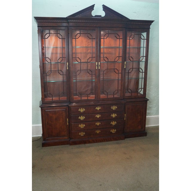 Henredon Chippendale Style Breakfront Cabinet - Image 2 of 10