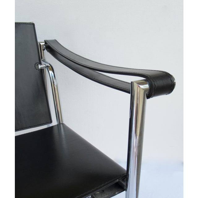 C.1950s-60s Le Corbusier LC1 Basculant Chrome & Black Saddle Leather Sling Lounge Chair For Sale - Image 12 of 13