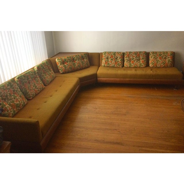 Mid-Century Modern Mastercraft Mid-Century Sectional Sofa For Sale - Image 3 of 6