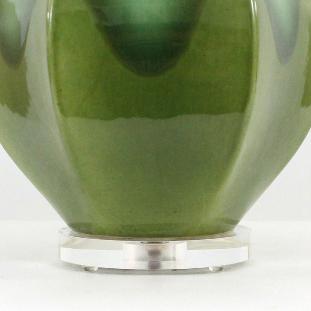 Hollywood Regency Green Pottery & Lucite Lamp - Image 2 of 6
