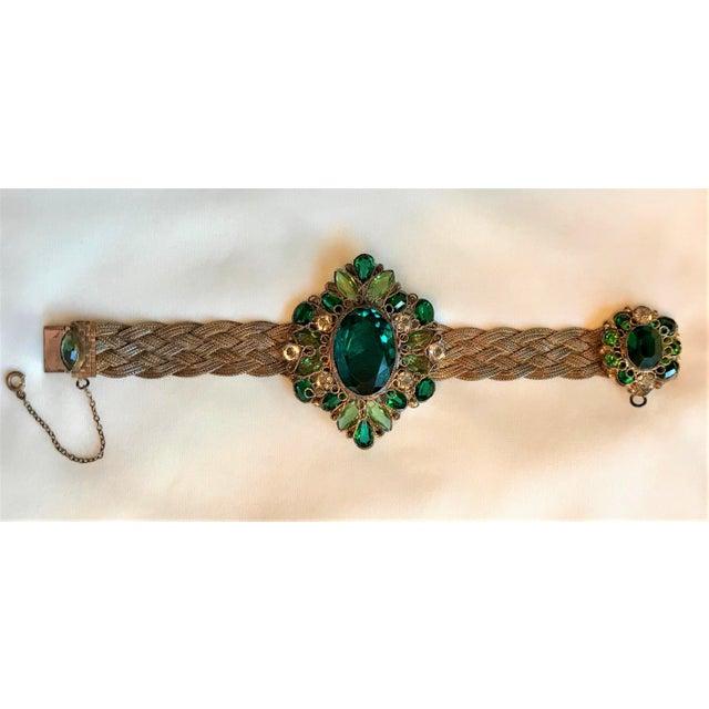 Hollywood Regency 1940s Hobé Emerald Green Jeweled Bracelet For Sale - Image 3 of 7