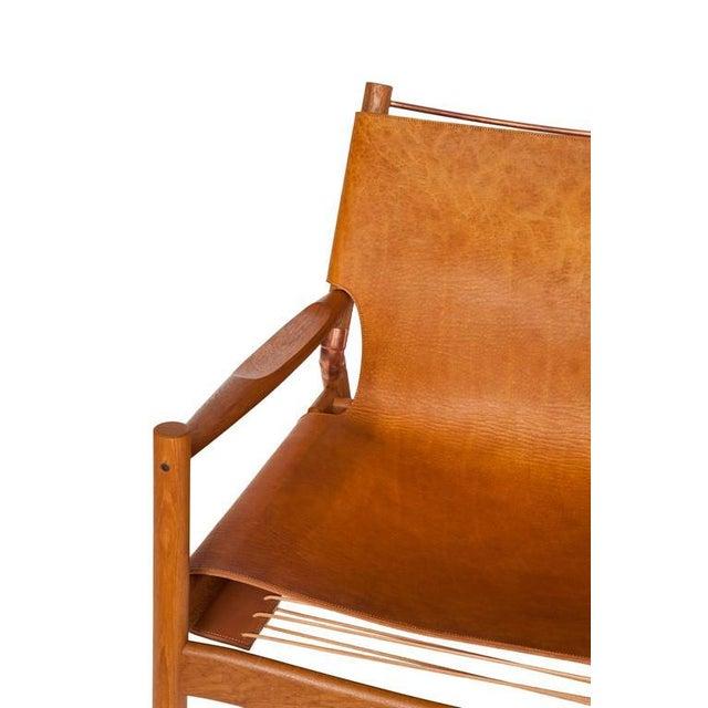 Customizable Erickson Aesthetics Slung Leather Teak Lounge Chair For Sale - Image 4 of 5