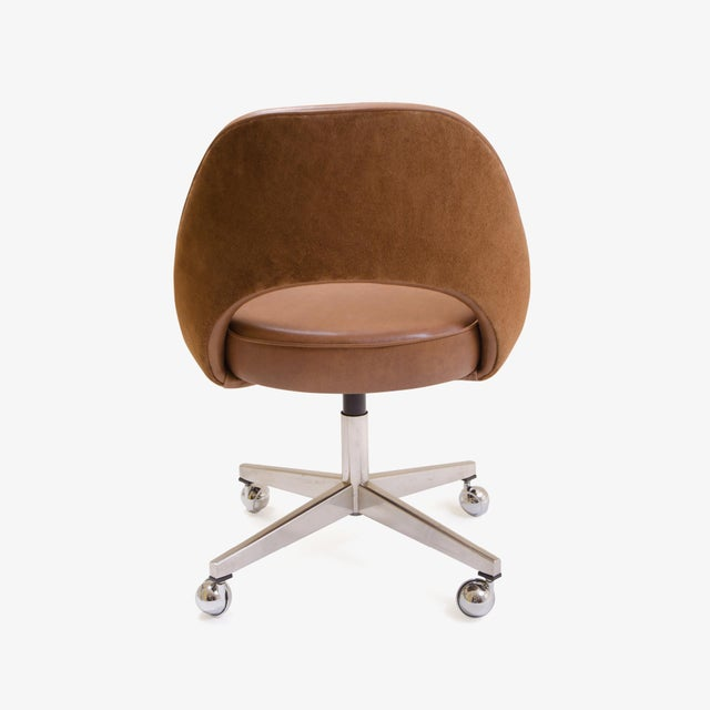 Knoll Saarinen Executive Armless Chair in Saddle Leather & Suede, Swivel Base For Sale - Image 4 of 8