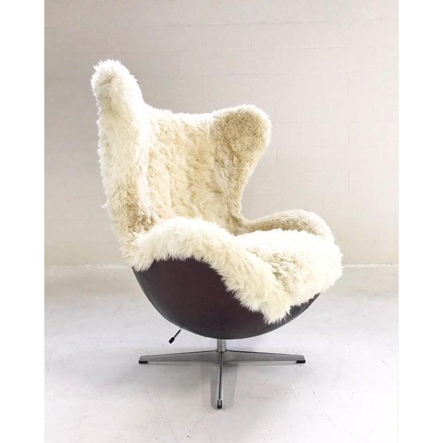 Arne Jacobsen for Fritz Hansen Egg Chair Restored in Brazilian Sheepskin and Leather For Sale - Image 10 of 10
