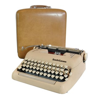 1956 Smith Corona Silent Super Portable Typewriter in Butterscotch Holiday Case For Sale
