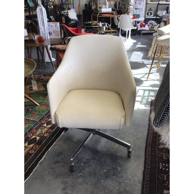 Art Deco Mid Century Modern Ivory Vinyl Swivel Chair 1977 Adjustable Height For Sale - Image 3 of 13