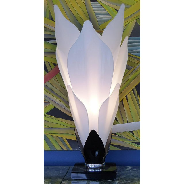 Sculptural Lucite Petals Table Lamps - a Pair For Sale In Miami - Image 6 of 8