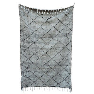 Modern Moroccan Black and White Pattern Berber Rug- 4′11″ × 7′10″ For Sale