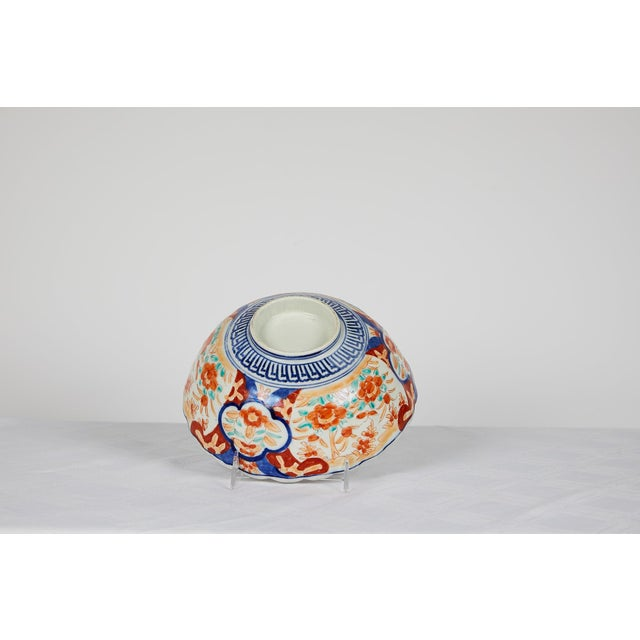 Early 20th Century Japanese Imari Scalloped Bowl For Sale - Image 9 of 11