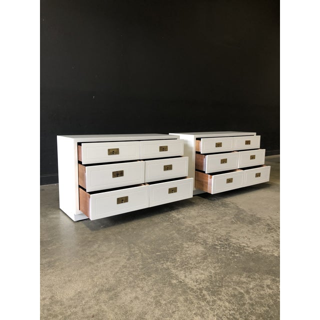 Pair of White Lacquered Henredon Campaign Chests For Sale In New York - Image 6 of 7