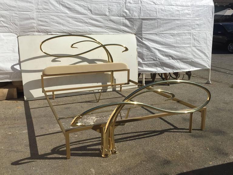 1970s Swan Motif Art Nouveau Style Brass King Size Bed For Sale   Image 5