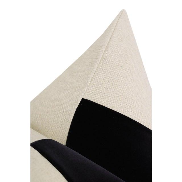 "22"" Contemporary Ebony Velvet Panel & Linen Pillows - a Pair For Sale - Image 4 of 6"