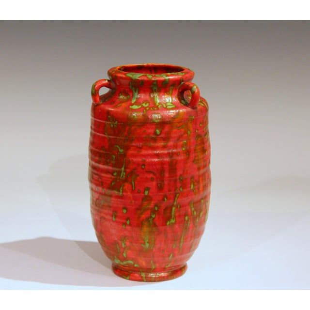 Awaji pottery Art Deco vase in chrome red hot lava glaze interspersed with rivulets of green, circa 1930s. Measures: 8...