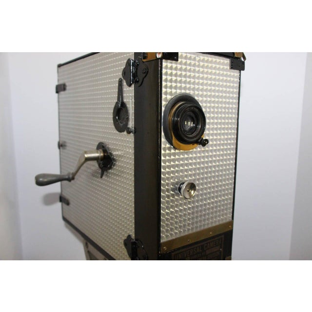 1920s Universal Cinema Camera Built in 1928. Rare Cinema Field Camera. Display As Sculpture. For Sale - Image 5 of 9