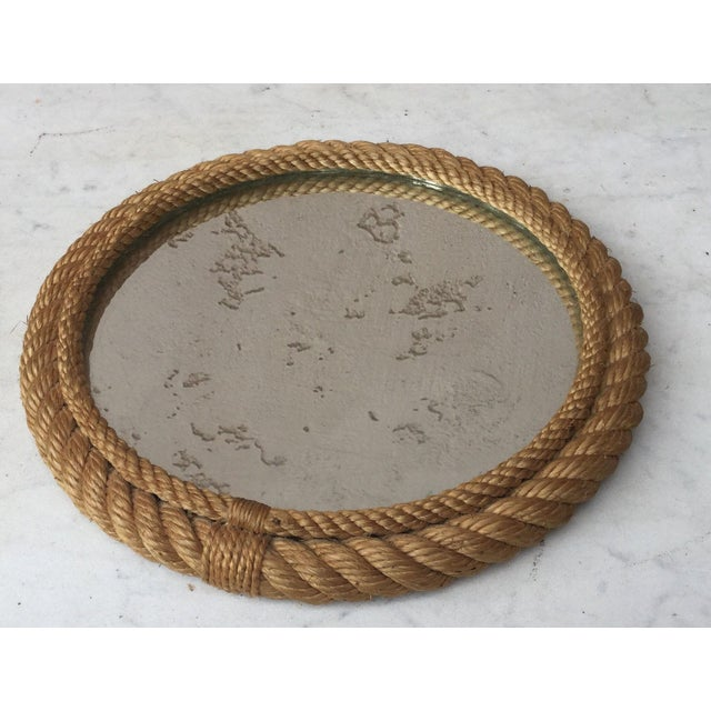 Petite round nautical rope mirror Audoux Minet, circa 1960. A beautiful wall accent!