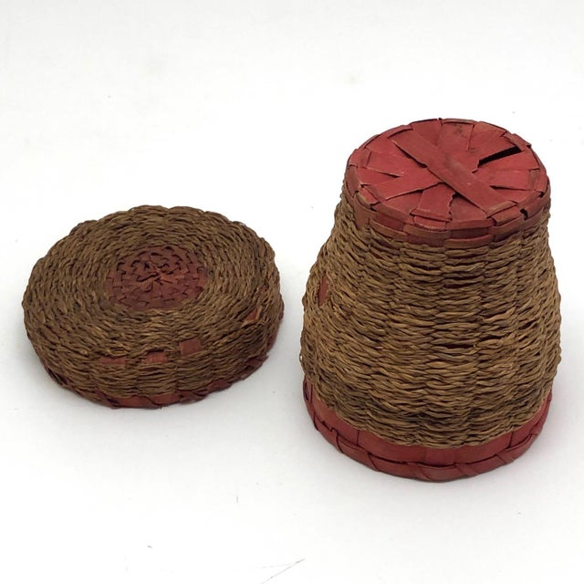 20th Century Primitive Wabanaki Sweetgrass and Dyed Ash Splint Lidded Basket For Sale - Image 11 of 13