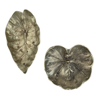 Pair of Vintage Virginia Metalcrafters Brass Leaf Dishes For Sale