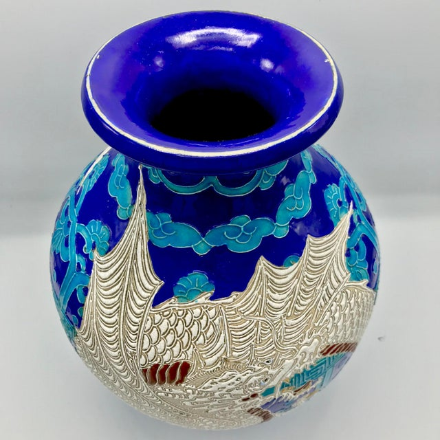 Art Deco 19th Century Chinese Qing Dynasty Dragon Themed Fahua Ware Vessel For Sale - Image 3 of 7