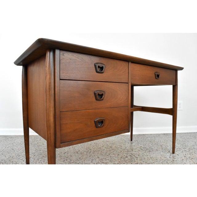 1960s Mid-Century Bassett Artisan Walnut Pedestal Desk For Sale - Image 5 of 10