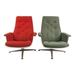Pair of Mid Century Fiberglass Swivel Lounge Chairs For Sale