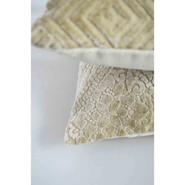 Romantic Lace pattern for this pillow handmade in Italy with a luxurious linen velvet, dye free for best texture and for a...
