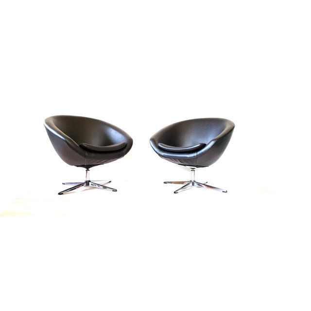 1970s Mid Century Modern Overman Swivel Pod Chairs - a Pair For Sale - Image 13 of 13