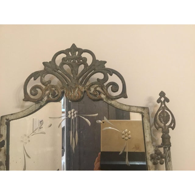 This a really areal beautiful mirror. Lots of age. Etch mirror.